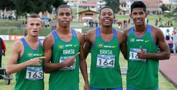 Equipe brasileira do revezamento 4 x 100 (Foto: Reprodução/FAMT)