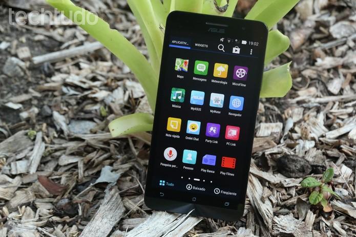 Por ser maior e ter a mesma resolução que o Zenfone 5, o aparelho tem menor densidade de pixel por polegada (Foto: Lucas Mendes/TechTudo)