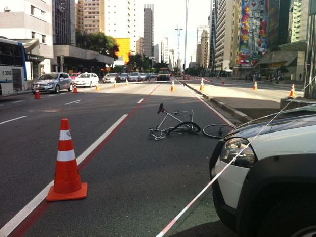 Três faixas foram bloqueadas na Avenida Paulista após o acidente (Foto: G1)