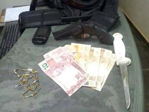 assalto ônibus Pompéu  MG Pará de Minas roubo assaltantes arma (Foto: Polícia Militar/Divulgação)