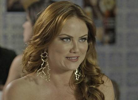 Leonora tenta convencer a ex-BBB Ana Paula a levá-la em reunião com Bial