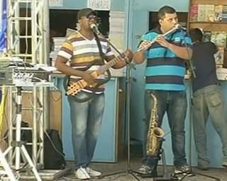 Músicos da região se apresentaram durante todo o dia (Foto: Reprodução RJTV 2ª Edição)