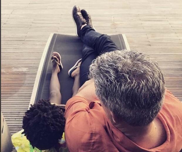 """Bruno e Titi descansam em pleno """"domingo"""" (Foto: Reprodução Instagram)"""