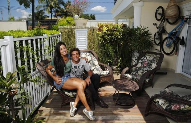 Aline Riscado mostra decoração de sua casa para o EGO ao lado do namorado, Felipe Roque (Foto: Marcs Serra Lima/EGO)