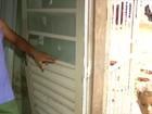 Chuva arranca portão, derruba muro e inunda casa em Palmas