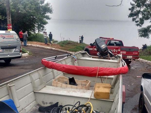 Corpo de Bombeiros localizou nesta terça-feira (31) os pescadores no Rio Paraná, em Paulicéia (Foto: Corpo de Bombeiros/Cedida)