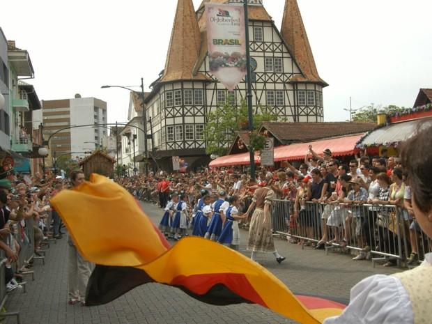 29ª Oktoberfest deve reunir 600 mil pessoas em 19 dias de festa (Foto: Marcelo Martins/Divulgação)