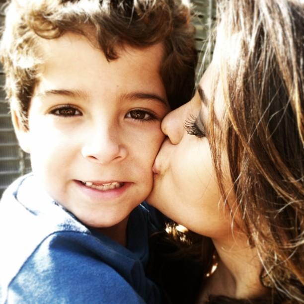 Nanda Costa enche de beijos seu filho em 'Salve Jorge': 'Amor sem fim'