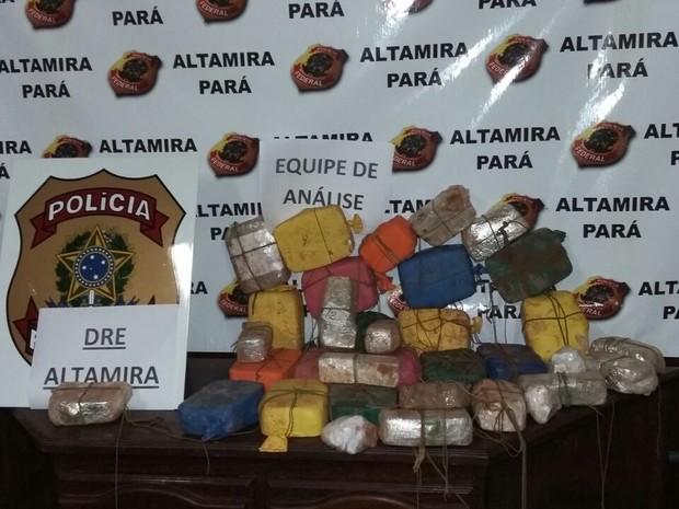Droga foi encontrada na lataria do carro. (Foto: Divulgação/Polícia Federal)