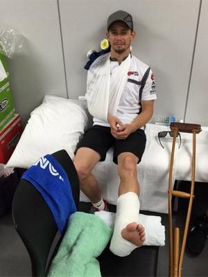 Casey Stoner após acidente sofrido em Suzuka