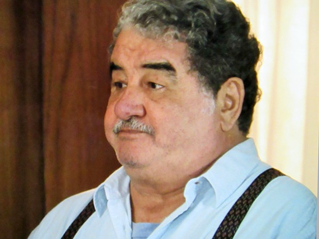 Vicente exige silêncio de Adriana caso Laura a procure (Foto: TV Globo)