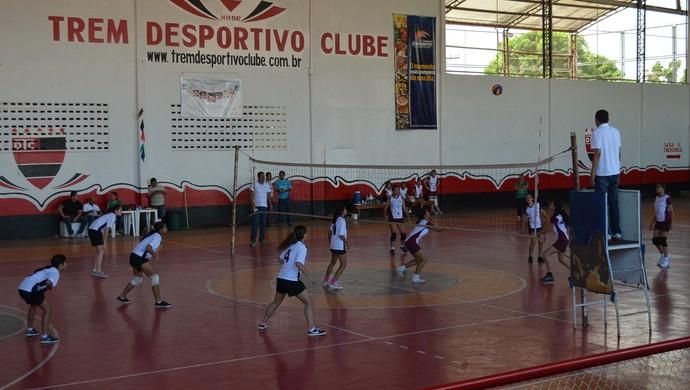 Vôlei: Aquarela e NEI vencem e estão na final dos jogos escolares, no AP (Foto: Anne Karoline Santos/GE-AP)