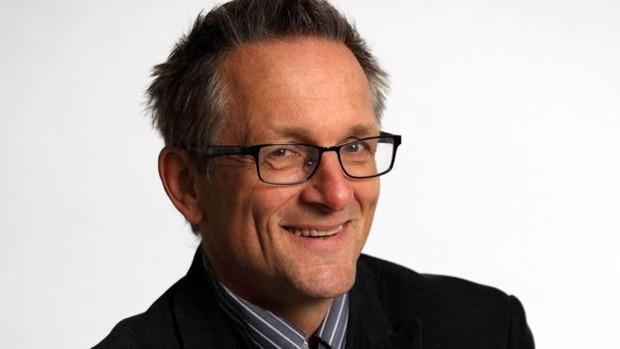 Michael Mosley fez uma série de exames que comprovaram o declínio de sua visão  (Foto: BBC)