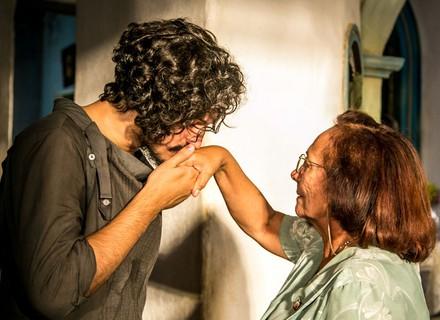 Miguel vai atrás da história de Santo e conhece sua avó, Piedade