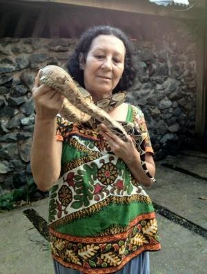 Maria planeja um criadouro de serpentes (Foto: Paula Casagrande/G1)