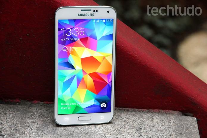 Samsung Galaxy S5: design não condiz com o poder de fogo do aparelho (Foto: Luciana Maline / TechTudo)