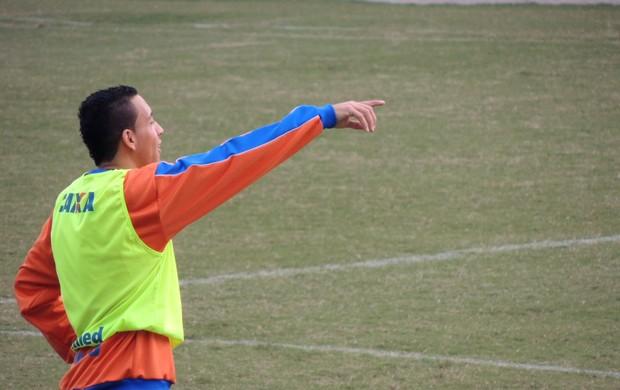 Julinho lateral Avaí (Foto: Renan Koerich)