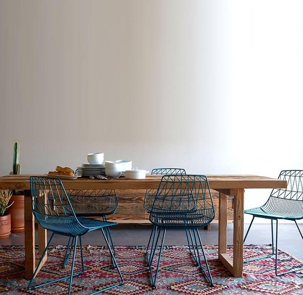 Décor do dia: sala de jantar com cadeiras constrastantes (Foto: reprodução)