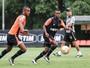 Cazares e Erazo aumentam lista de baixas para jogo contra o Corinthians