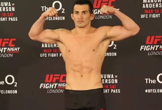 Francimar Bodão pesagem oficial UFC Londres (Foto: Reprodução Youtube)