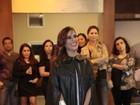 Vídeo: Sem parentes na plateia, Camilla Camargo comenta beijo gay