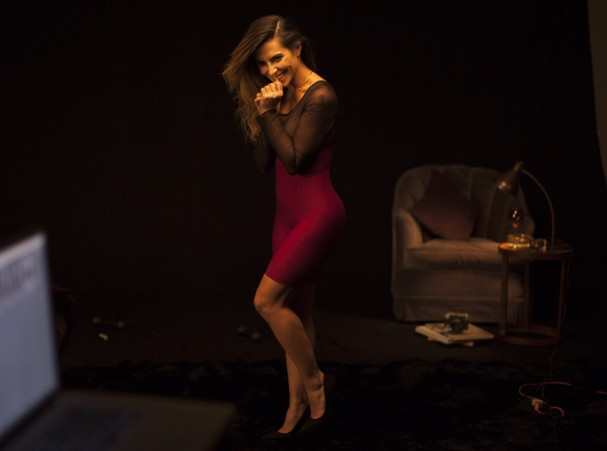 Cleo Pires posa pra campanha da Plié em clima sexy e retrô (Foto: Hanna Vadasz)