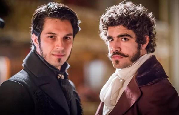 Romulo Estrela e Caio Castro: amizade dentro e fora da ficção  (Foto: Reprodução/TV Globo)