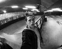 Estilo Beckham: filho do astro inglês exibe novo penteado para andar de skate