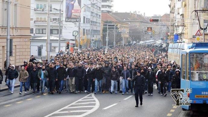 Torcida Hajduk Croácia Tour da Taça (Foto: Facebook)