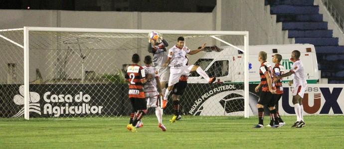 Campinense x Auto Esporte, no Amigão (Foto: Nelsina Vitorino/Jornal da Paraíba)