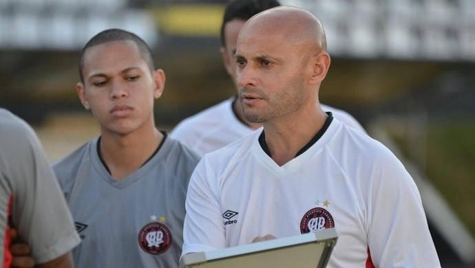 Leandro Ávila Técnico do Atlético-PR (Foto: Site oficial do Atlético-PR/Gustavo Oliveira)