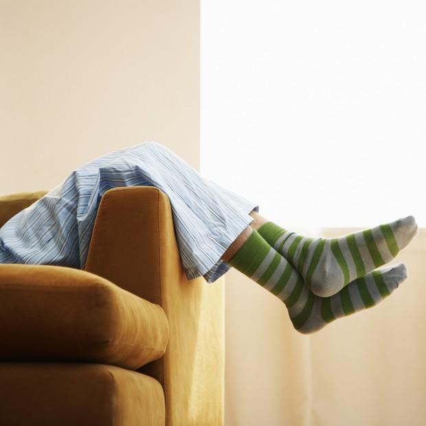 preguiça-sedentarismo-sofá-deitado- (Foto: Thinkstock)