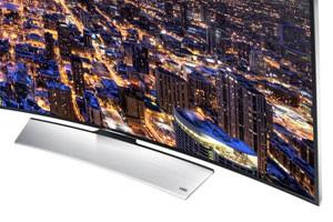 Base da TV segue a curvatura da tela (Foto: Divulgação/Samsung)