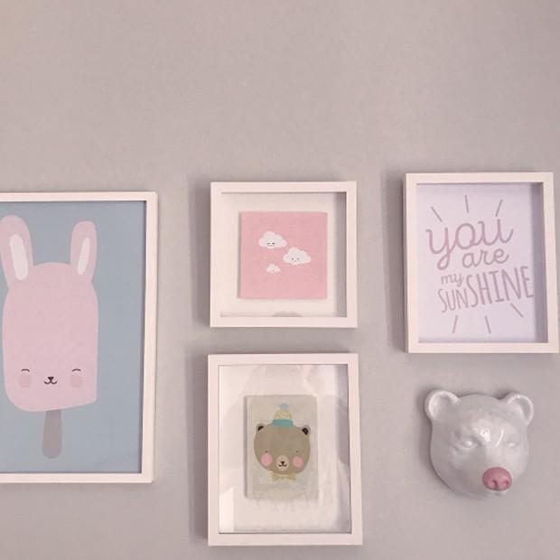 Quadros decorativos do quartinho de Manuela (Foto: Reprodução/Instagram)