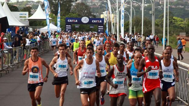 Largada da etapa Porto Alegre do Circuito de Corridas Caixa - 2011 (Foto: Luiz Doro/adorofoto)