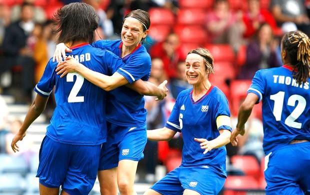 Wendie Renard comemora gol da França contra a Suécia (Foto: Reuters)