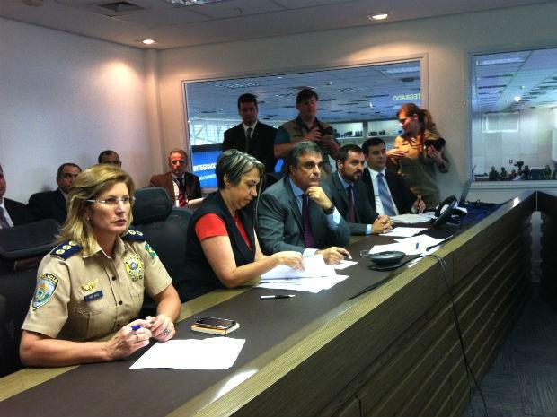 Ministro da Justiça, José Eduardo Cardozo, na sala de gestão de crise do Ministério da Justiça (Foto: Gabriel Luiz/G1)