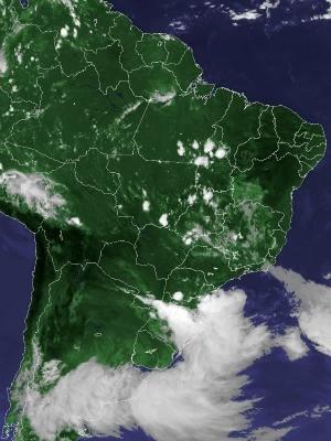 Imagem de satélite capturada na tarde desta segunda-feira (22) (Foto: Reprodução/Cptec/Inpe)