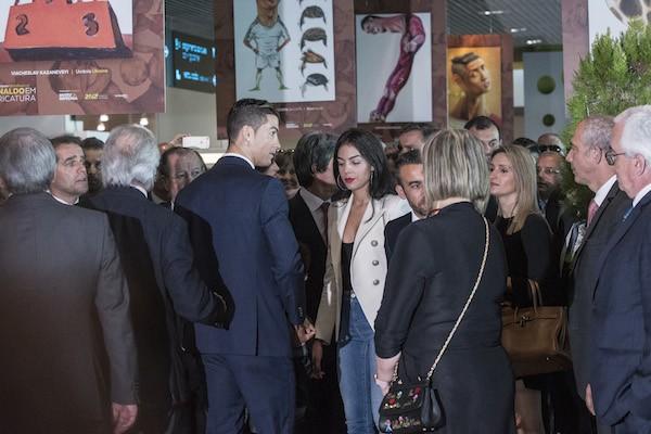 O jogador de futebol Cristiano Ronaldo com sua namorada, a modelo espanhola Georgina Rodriguez (Foto: Getty Images)
