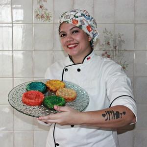 'Arco-íris' de bolo podre é dica de chef de Manaus para festa junina (Suelen Gonçalves/G1 AM)