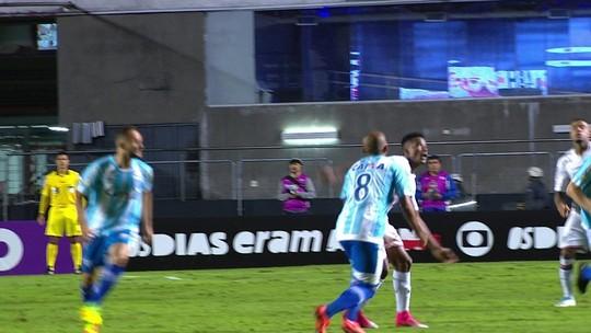 """Thiago Mendes torce joelho direito e médico do São Paulo mostra preocupação: """"Está com muita dor"""""""