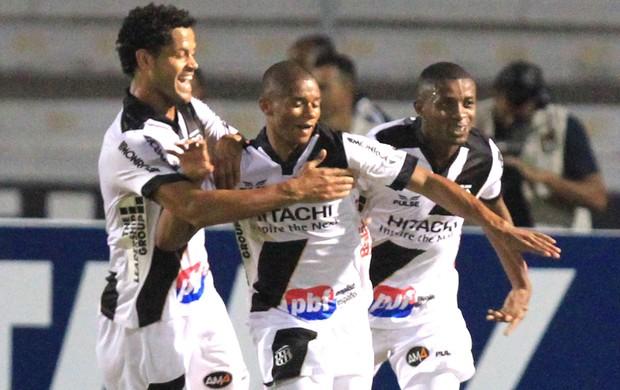 Juninho comemora gol da ponte preta contra o Ceara  (Foto: Gustavo Magnusson / Agência estado)