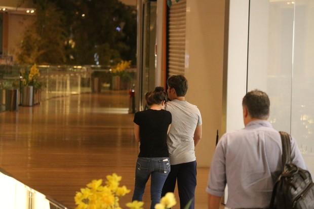 Daniel Rocha e namorada (Foto: Fabio Moreno/Agnews)