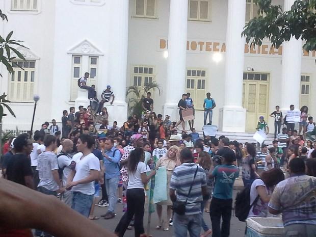 Em São Luís, manifestantes começaram a se concentrar no final da tarde (Foto: João Ricardo/G1 Maranhão)
