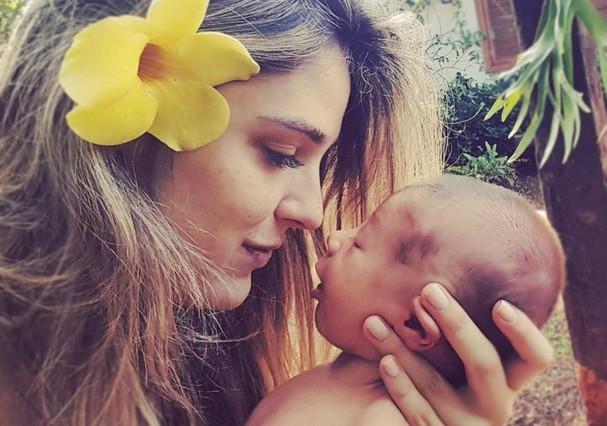 Rafa Brites e Rocco, de cinco meses. A apresentadora é casada com Felipe Andreoli (Foto: Reprodução Instagram)