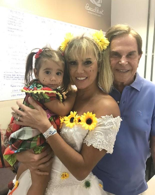 Maria Flor, Deborah Secco e Lazaro Medeiros (Foto: Divulgação)