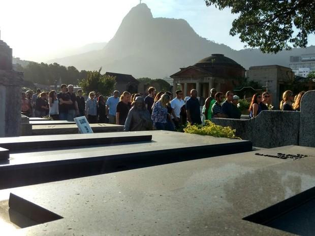 Cortejo do enterro de Julia  no cemitério São João Batista, em Botafogo, Zona Sul    (Foto: Nicolás Sartriano/G1)