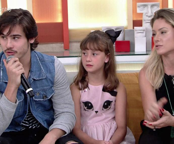 Família Prattes reunida no palco do programa  (Foto: TV Globo)