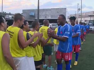 Haitianos criaram time de futebol (Foto: Reprodução/RBSTV)