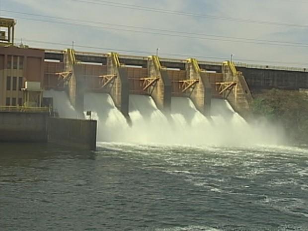 Nível da água está baixo nas hidrelétricas (Foto: Reprodução / TV TEM)